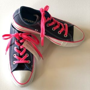 Converse Chuck Taylor Navy and Pink court sneakers